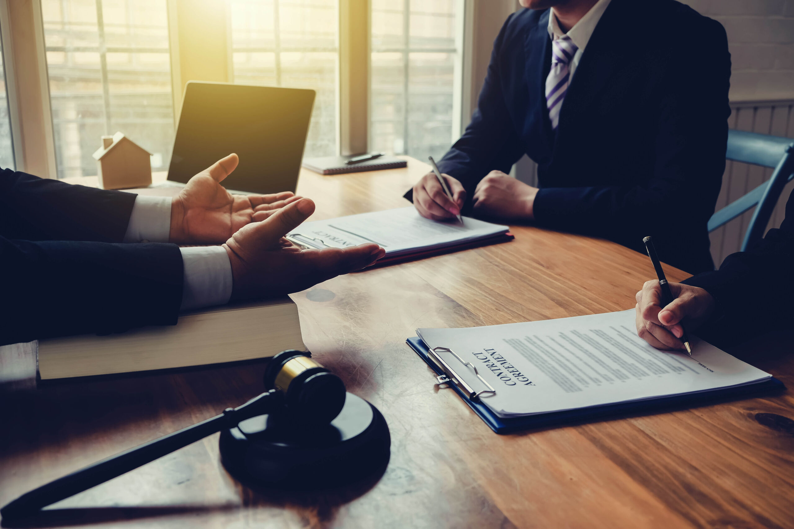 Contractual Disputes Lawyers Mississauga